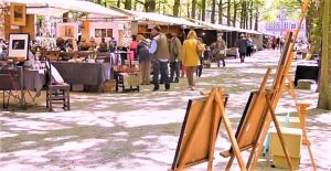 In the summer on the '' Plein '' and the Lange Voorhout you will find the antique market of The Hague. A well known market in the region and surroundings, with more than 100 stalls. That is why this market is held twice a week
