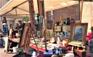This great fun antique market is held twice a week in the summer. Located at the Voldersgracht, the Wijnhaven and the Hippolytusbuurt.