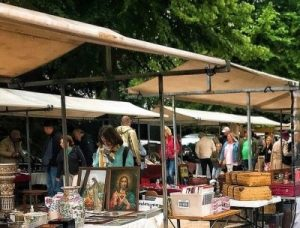In summer, antique markets are held at De Dreef in Haarlem. There are more than a hundred stalls and access is free.