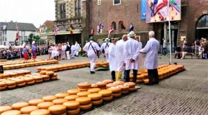 The cheese market in Alkmaar enjoys international recognition. In summer it is held weekly in front of the general public